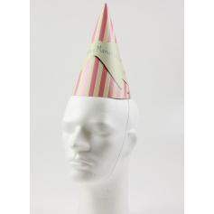 Puntige kartonnen hoeden